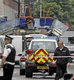 Autobus distrutto dall'attentato a Londra